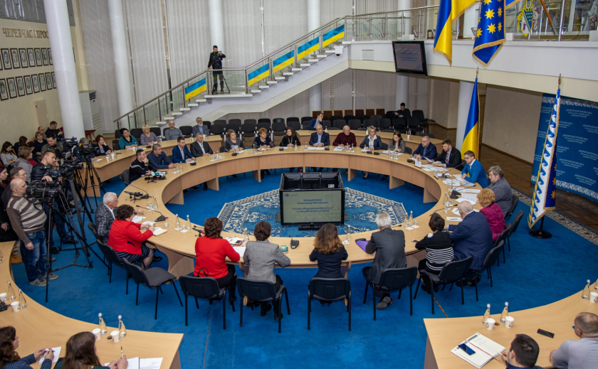 На Днепропетровщине все медучреждения взяли под строгий контроль ФОТО