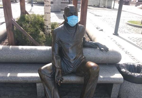 В Днепре и Харькове спасают памятники от коронавируса