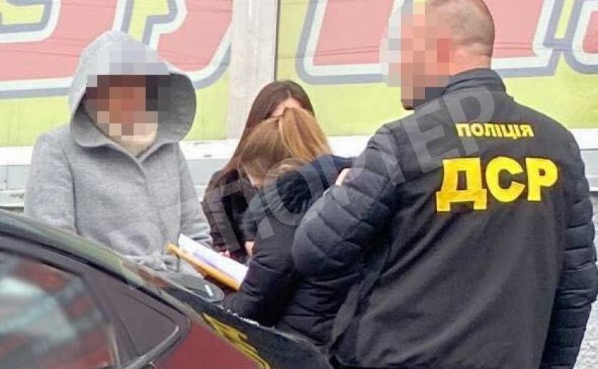 В Днепре чинуша требовал 50000 грн за разрешение торговать, его задержали