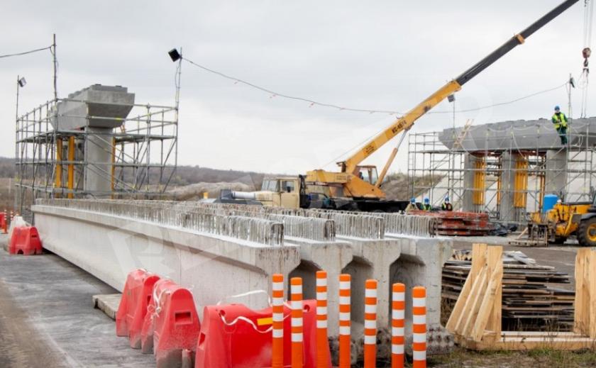 На Днепропетровщине строят новую трассу на аэропорт