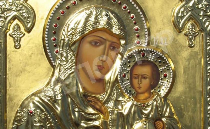 Под Днепром появилась первая статуя Божьей Матери