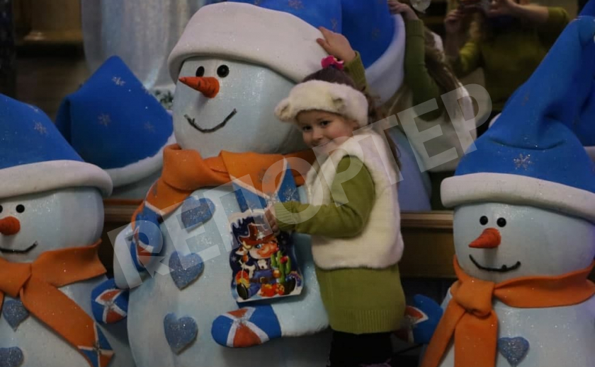 На Днепропетровщине детей спасателей поздравили с новогодними праздниками