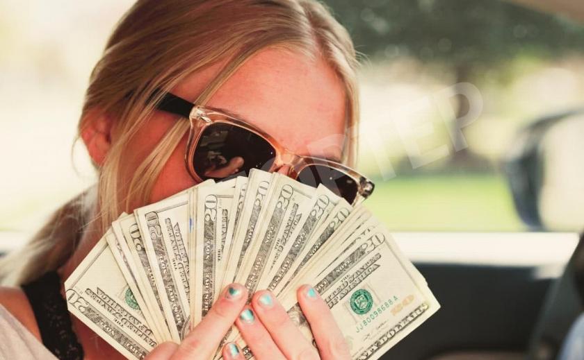В Днепре аферистка выдурила у матери погибшего героя $14000, в том числе АТОшную компенсацию