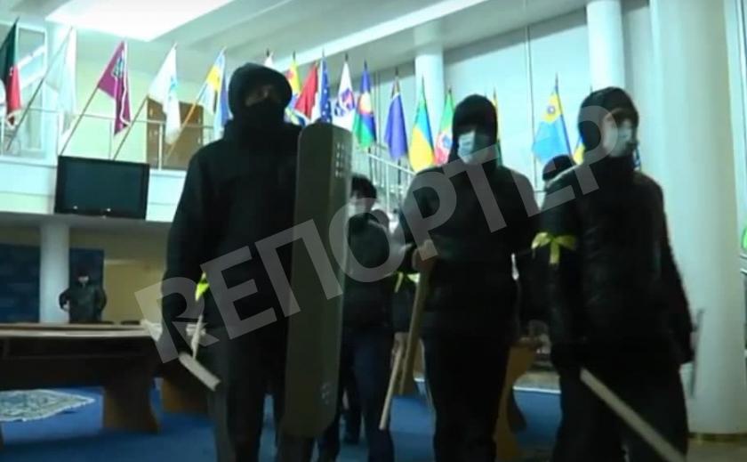 Суд в Днепре оправдал милиционеров, обвиненных в организации титушек