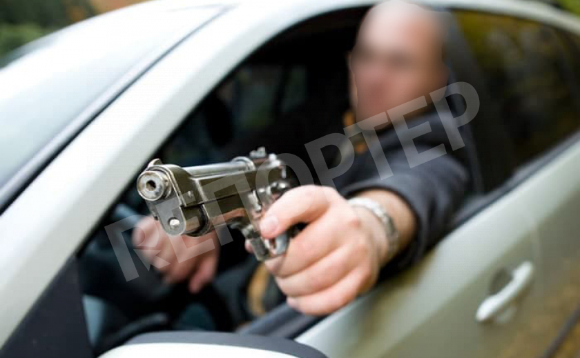 В центре Днепра открыли стрельбу из «Лексуса»