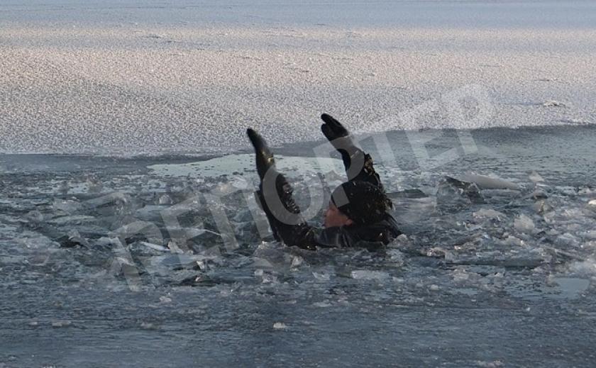 Четверых днепрян спасли, а 23 утонули в ледяной воде
