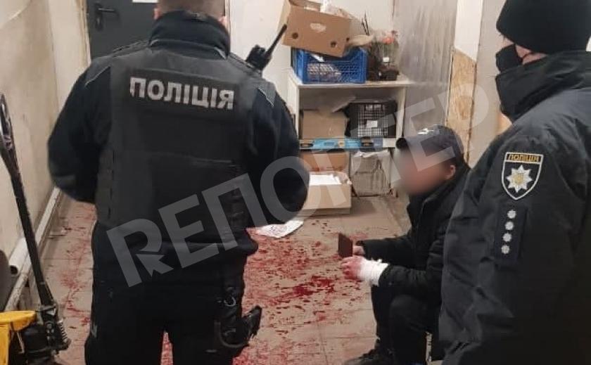 Страх тюрьмы. Днепровский грабитель вскрыл себе вены в супермаркете