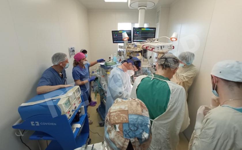 В Днепре прооперировали новорожденного с опухолью 1,1 кг