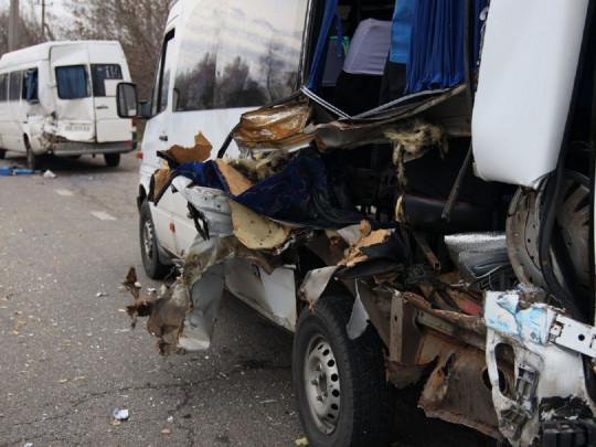 В Днепре грузовой кран травмировал ребенка и протаранил две маршрутки ФОТО