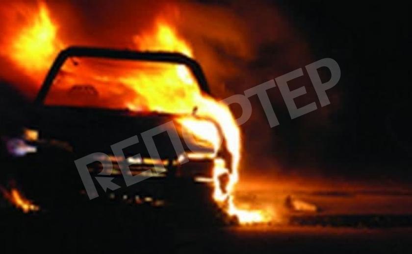 В Днепре сгорели сразу три машины