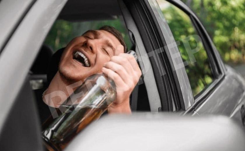 Пьяный шумахер таранил днепровских полицейских