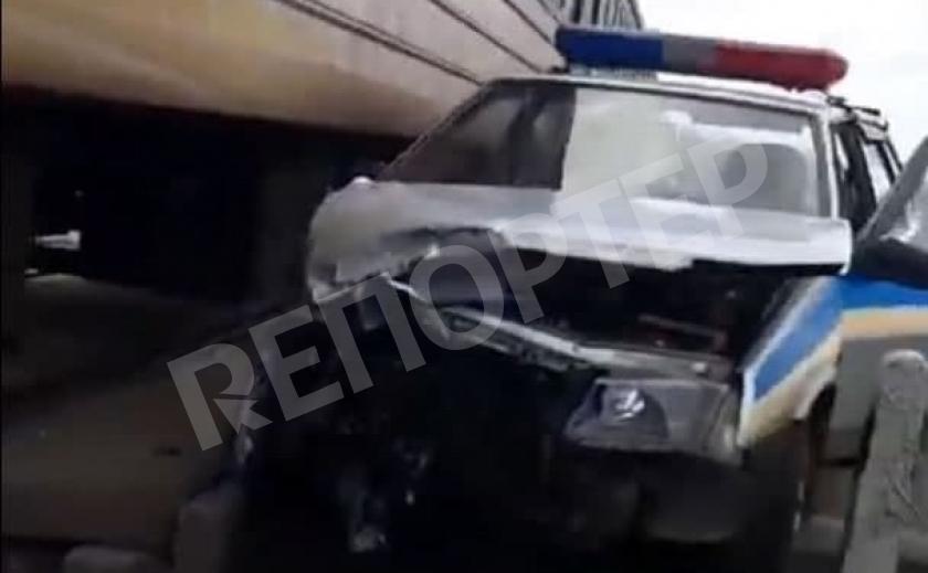Под Днепром копы не поделили дорогу с электричкой