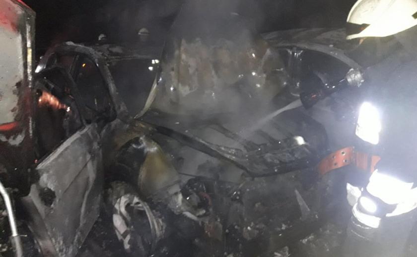 На Днепропетровщине ночью сгорели четыре машины ФОТО