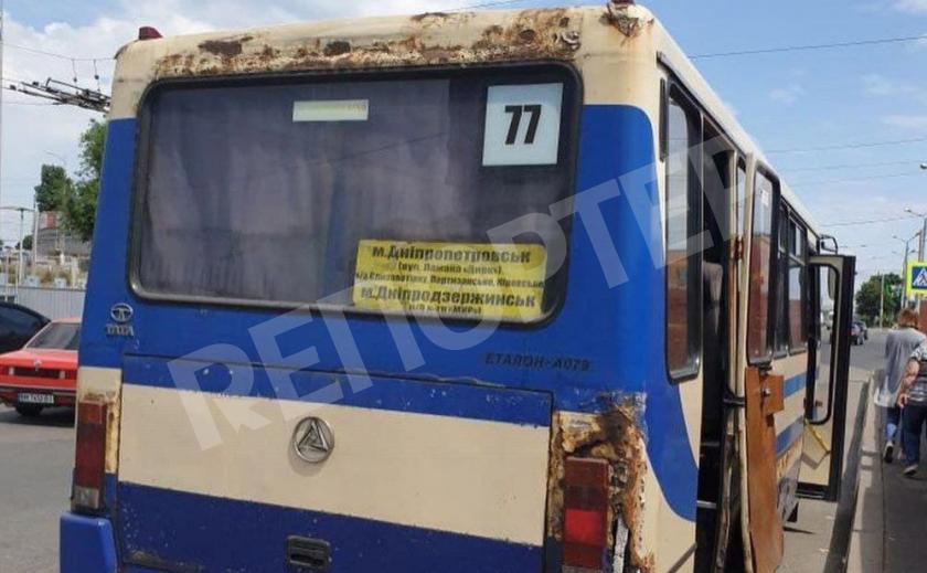«Дырявый» рейс. Жители Днепра и Каменского возмущены состоянием маршрутных автобусов
