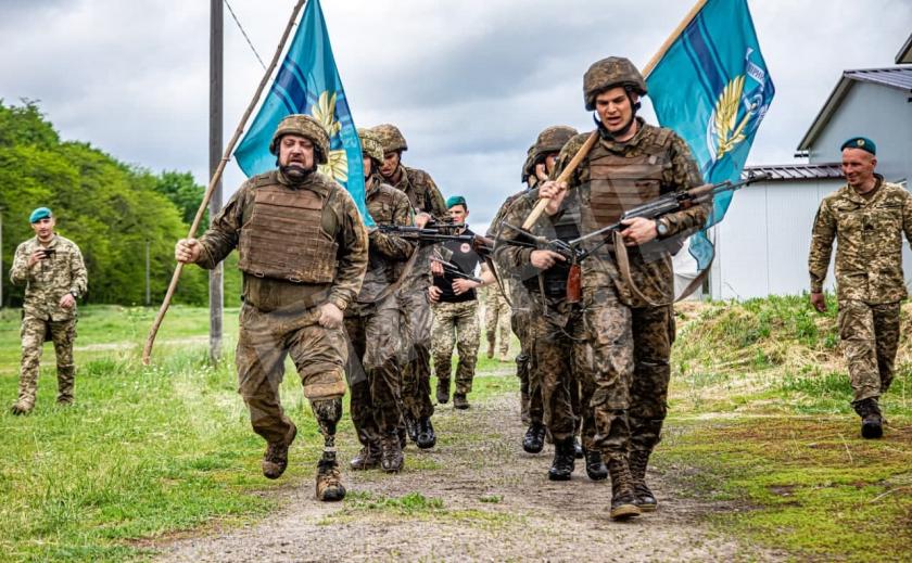 Кирилл Потрас из Днепра на протезе преодолел полосу препятствий морского пехотинца