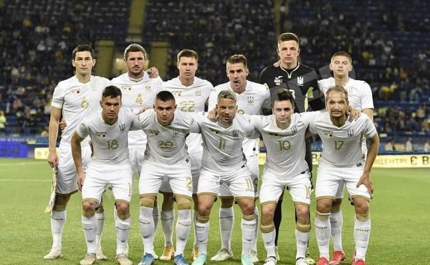 Футболисты сборной Украины проведут в Днепре несколько часов. Где остановятся?