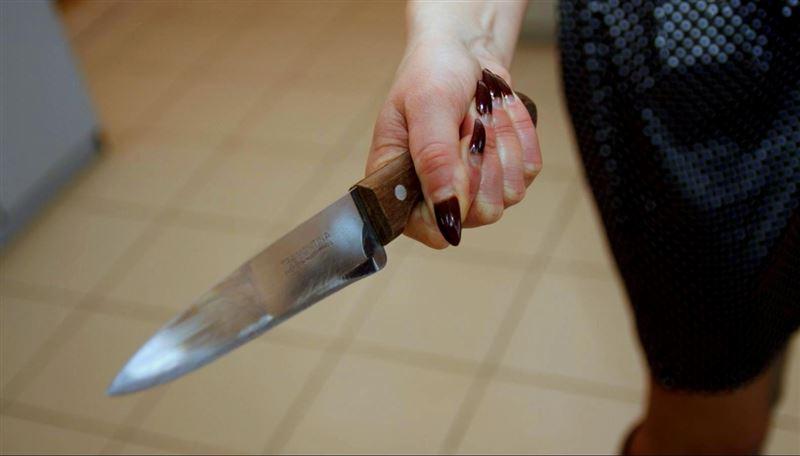На Днепропетровщине женщина с ножом напала на благоверного