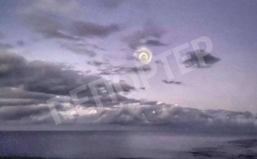 Видео в сети: в небе над Тихим океаном запечатлели фантастическую движущуюся спираль