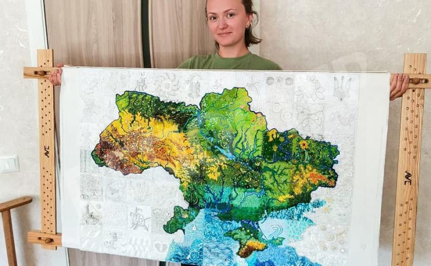 Женщины из Днепропетровской и Запорожской областей вышивали карту Украины в проекте «Art Map Ukraine»