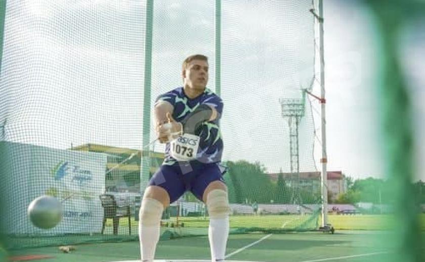 Метатель молота Михаил Кохан из Днепра взял «золото» в Венгрии с лучшим результатом среди 20-летних