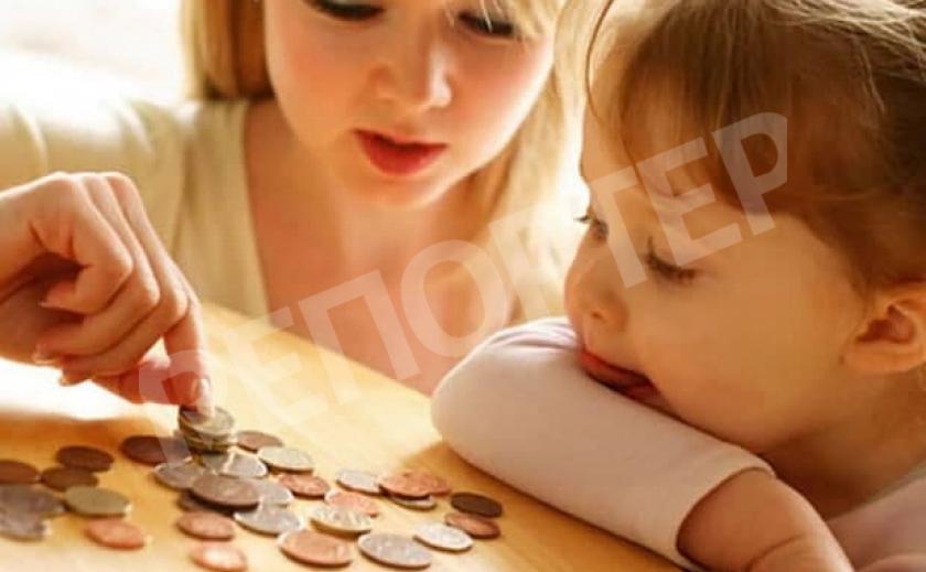 Матерям-одиночкам будут платить меньше