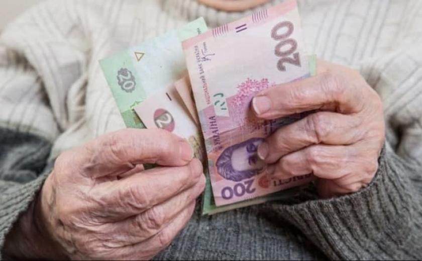 Украинцы старше 75 лет получат дополнительно по 400 грн.