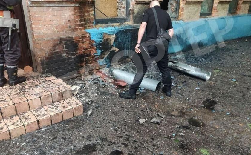 Фоторепортаж: на месте взрыва в центре Днепра работают полицейские и профильные службы