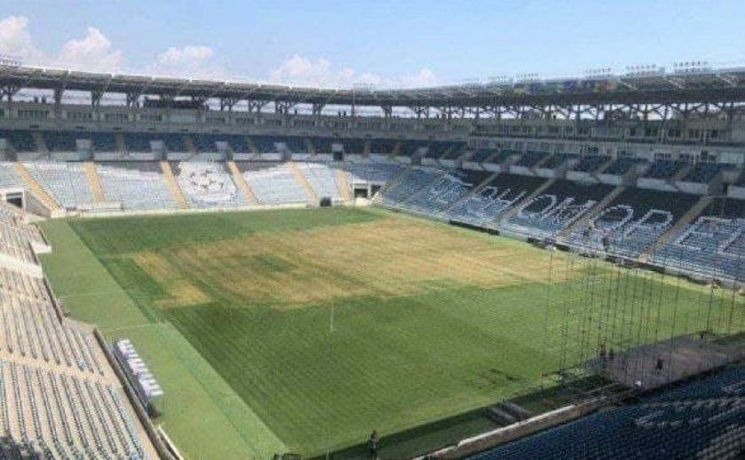 Фанаты Монатика вытоптали газон, поэтому матч «Черноморец»-«Днепр» перенесли в Днепр