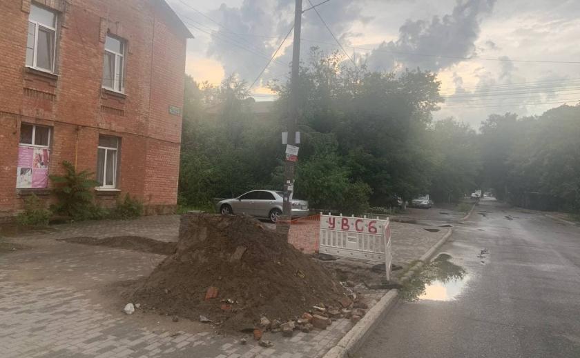 Мэр Днепра Филатов продолжает водную блокаду суда, который запретил демонтировать билборды