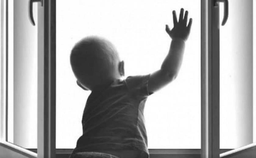 В Днепре под окнами обнаружили раненого ребенка
