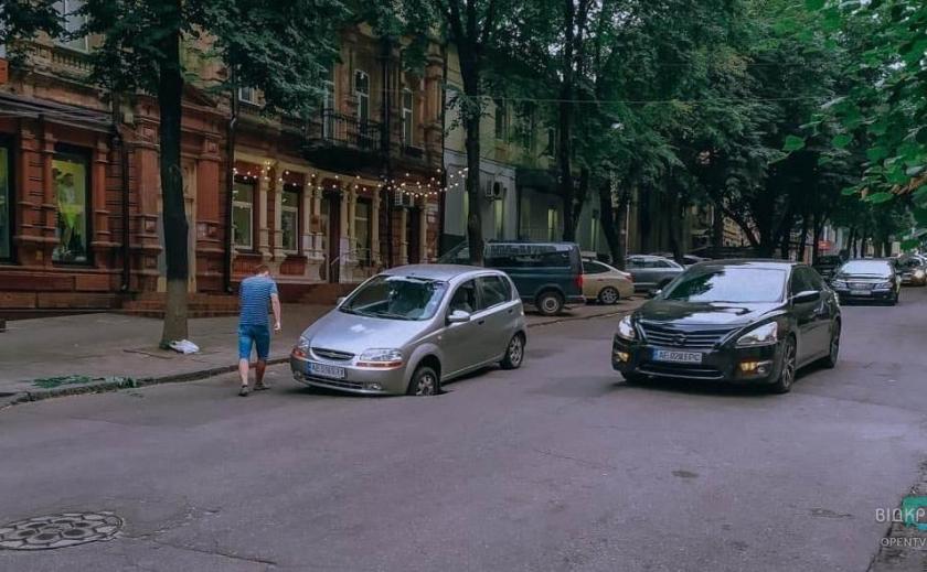 Иерихон мэра Филатова: в Днепре снова проваливается асфальт