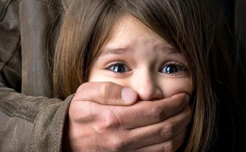 Девочка из Днепропетровской области стала жертвой вожатого-педофила