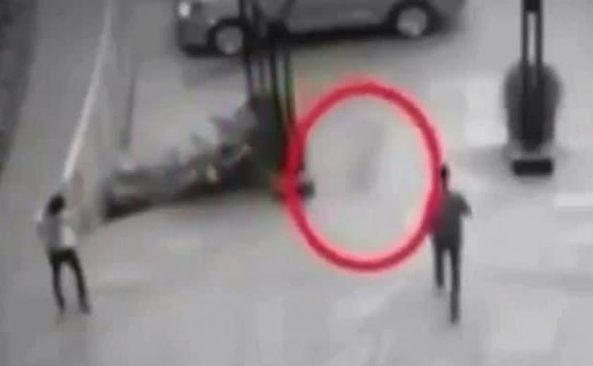В сеть попало видео с призраком на парковке
