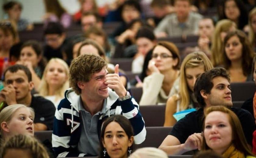 Кабмин повысил стипендии студентам в 1,5-2,5 раза с 2022 года