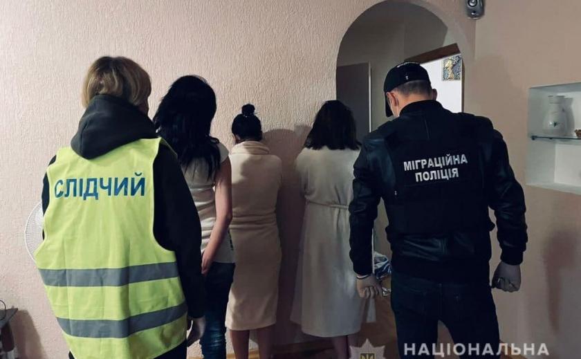 Угрожали за отказ: в Днепре и Киеве подыскивали девушек и заставляли заниматься проституцией
