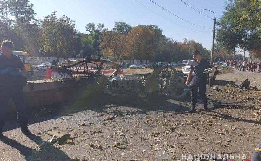 В сети появилось видео с места взрыва автомобиля на Б. Хмельницкого в Днепре