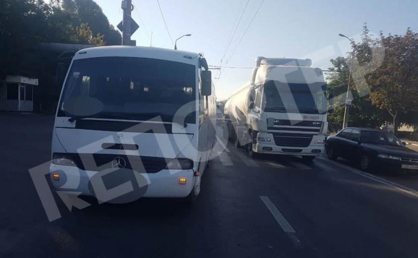 В Днепре пассажирский автобус сбил женщину