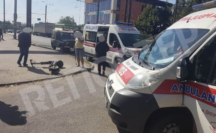 Опасное развлечение: в Днепре мужчина на электросамокате угодил под колеса иномарки