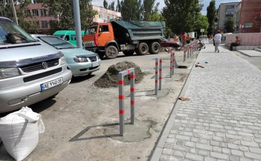 3 000 000 грн за установку: в Днепре мэрия установит парковочные столбики по цене 3600 за штуку