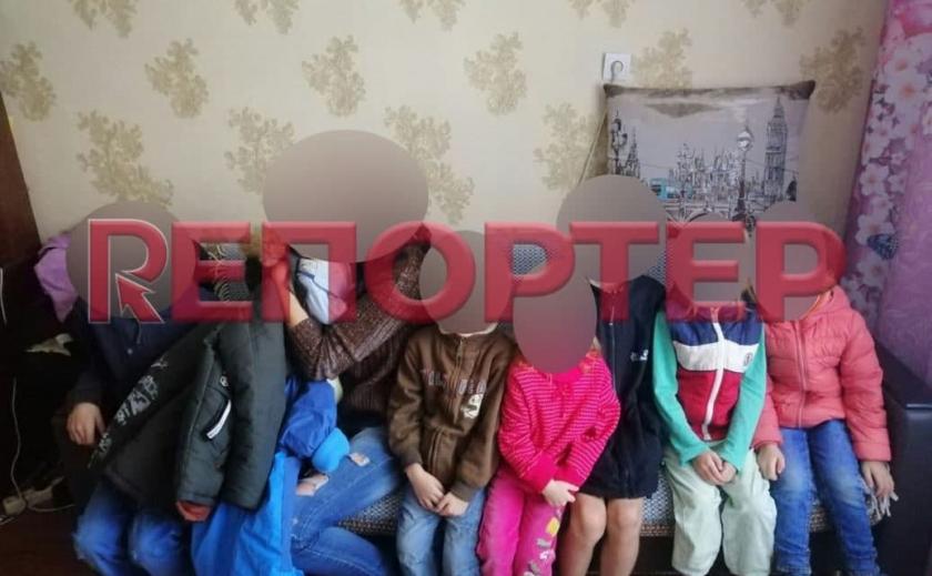 В Днепре неадекватный отец взял детей в заложники и натравливал на полицейских питбулей