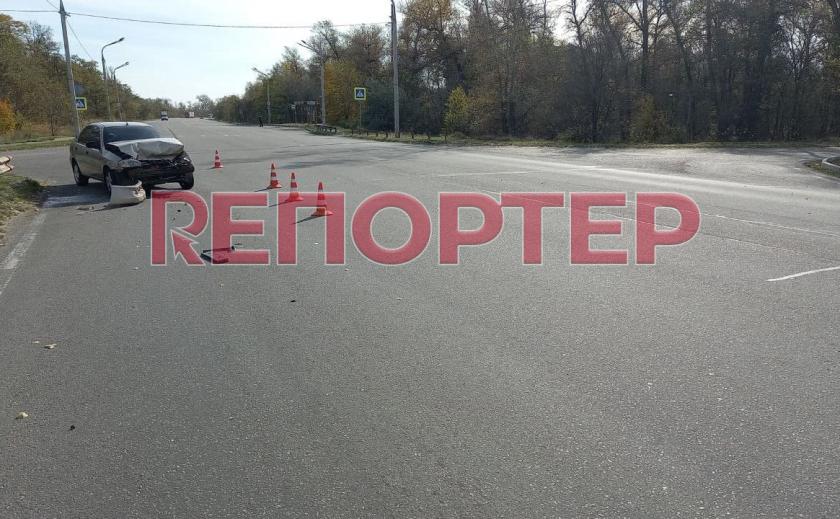 В Днепре произошло ДТП между грузовиком и «Ланосом»: водитель и пассажирка легковушки госпитализированы