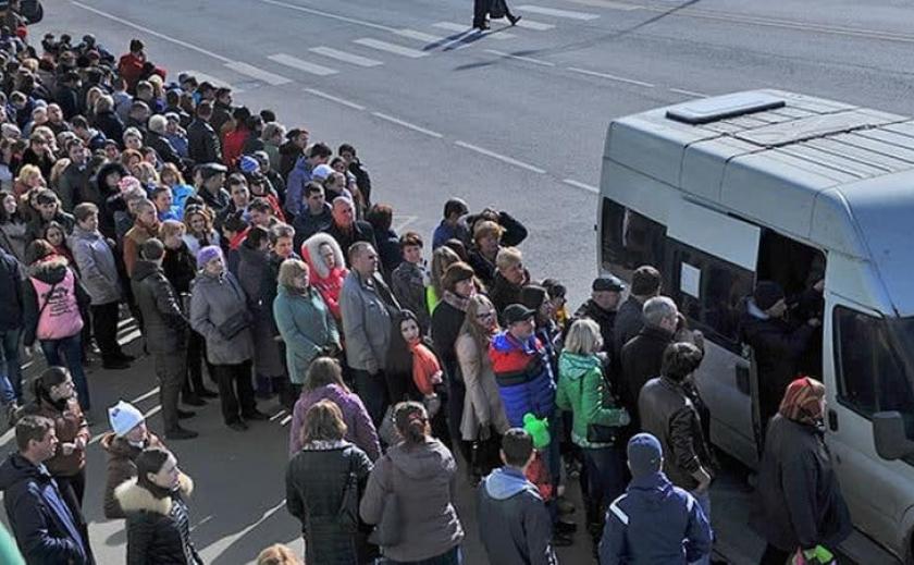 В Днепре решение мэрии о запрете перевозки стоячих пассажиров создало транспортный коллапс