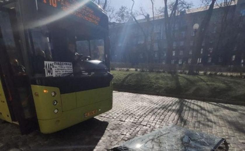 Из нового днепровского автобуса чуть было не выпал водитель ФОТО
