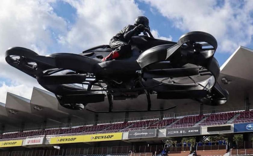 В Японии выпустили летающий мотоцикл (Видео)