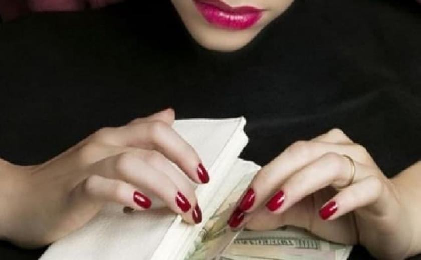 За «самоотверженный» труд: в Днепропетровской области бухгалтер госпредприятия начислила себе более полумиллиона зарплаты