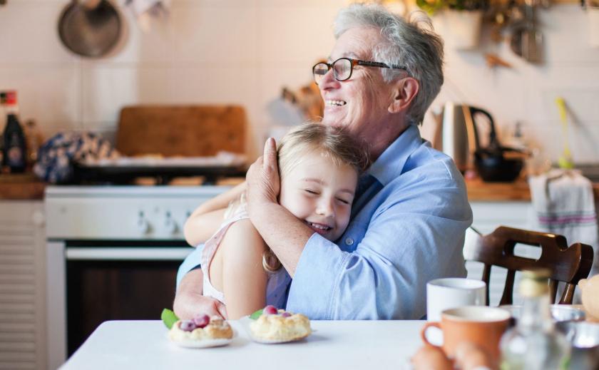 Антивирус. Швейцария разрешает бабушкам и дедушкам обниматься с внуками