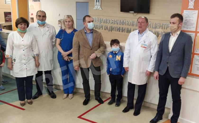 В Днепре открыли круглосуточную детскую неотложку и поздравили юных пациентов
