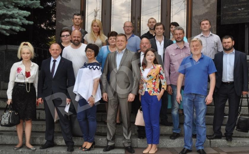 Днепровские репортеры не боятся Генпрокурора, шутят не по-детски и любят до нестями