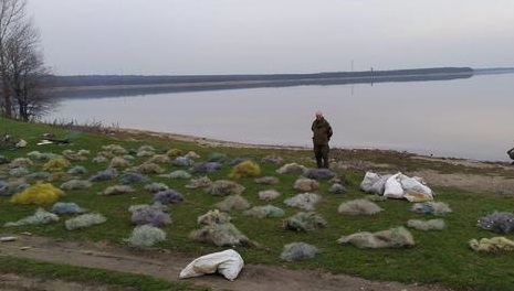 Рыбе - жить! В Кривом Роге сожгли десять километров браконьерских сетей ФОТО