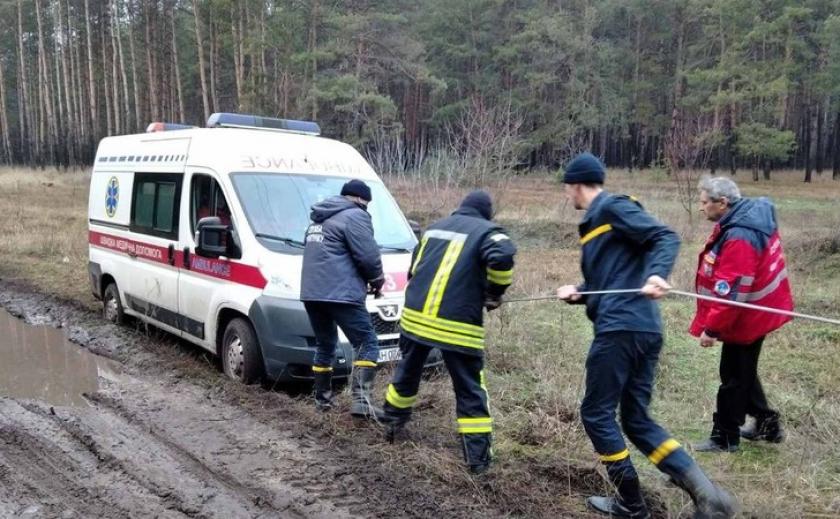 На Днепропетровщине карета скорой утонула в грязи ВИДЕО